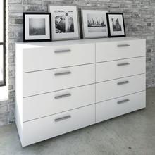 Komoda PEPE 4 + 4 szuflady to duża pojemna komoda pasująca do sypialni lub pokoi dziennych utrzymanych w nowoczesnym stylu. Należy do kolekcji duńskiego...