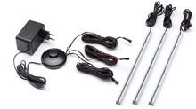 - zasilacz z włącznikiem<br />-przewody łączące z wtyczkami<br />- 3 x oświetlenie LED do szklanych półek
