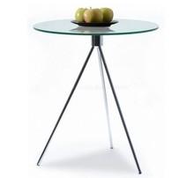Elegancja w lekkim wydaniu!  Nowoczesny stolik kawowy z okrągłym szklanym blatem. Cechą charakterystyczną, od której pochodzi nazwa tego stolika...