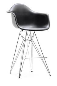 Lekkość i wygoda! Krzesło barowe EPS ROD spodoba się szczególnie miłośnikom współczesnych ikon designu. To wyjątkowy mebel nawiązujący do...