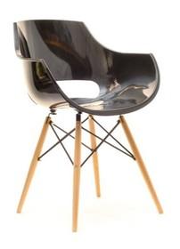 Lekka forma i design!  Stylowe krzesło Grund jest niebanalnym meblem, który w bardzo zaskakujący sposób łączy klasykę z nowoczesnością. Drewniane,...