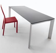 APOLLO 190x90 jest stołem rozkładanym do długości 290 cm. Jego blat wykonany został z trzech rodzajów materiałów: płyta MDF, szkło lub ceramika....