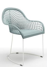 GUAPA P na płozach , to włoskie krzesło z podłokietnikami, nowoczesne z eleganckim wyglądem. Krzesło GUAPA P ma tapicerowane siedzisko, oparcie w...