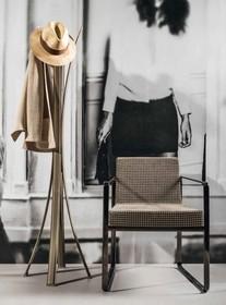 Krzesło AFRA P, to nowość na polskim rynku.<br /> Stelaż krzesła wykonany jest z metalu. Dostępny w chromie lub w kolorze czarny nikiel.<br...