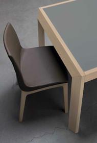 Dzięki swojemu wykonaniu krzesło łatwo utrzymać w czystości, ponieważ tapicerka krzesła SMART wykonana została w całości z eko skóry...