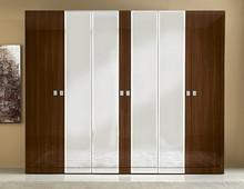 Szafa 6-drzwiowa ONDA z 4-frontami lustrzanymi wykonana została z wytrzymałej płyty laminowanej. To gwaranacja użytkowania na długie lata. Boki i fronty...