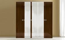ONDA to cała niezwykła kolekcja włoskich mebli do sypialni. Należy do niej również 5-drzwiowa szafa wykonana z płyty laminowanej. Szafa jest w...