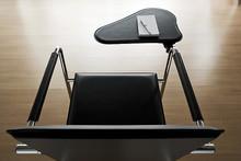 VIVO to włoski fotel świetnej jakości. Jego stelaż jest metalowy chromowany, a siedzisko i oparcie obszyte są skórą miękką lub tkaniną. Model...