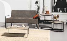 AFRA DIV to dwuosobowy włoski fotel, który świetnie prezentuje się w poczekalni, domowym saloniku prasowym czy nawet pubie.. Jego stelaż wykonany jest z...
