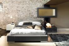 Szafka nocna SUEDE 2- szufladowa to włoski mebel, który ma wszystkie jego najważniejsce cechy. Jego struktura wykonana jest z drewna litego bukowego....