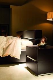 Szafka nocna 2-szufladowa STRING to włoskie połączenie praktyczności i elegancji. Jej struktura wykonana jest z drewna litego bukowego. Dodatkowo została...