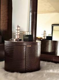 Szafka nocna 2- szufladowa TULLE to mebel w iście włoskim stylu. Jej struktura wykonana jest z drewna litego bukowego. Dodatkowo została obszyta wysokiej...