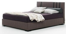 Włoskie łóżko KARMA to sprawdzone połączenie wygody i ponadczasowego piękna. Wykonane zostało z wielowarstwowego drewna topolowego. Łóżko obszyte...