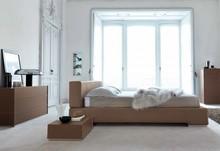 Łóżko SUEDE to nowość na rynku polskim. Rama oraz wezgłowie łóżka wykonane jest z drewna bukowego wypełnienie z pianki poliuretanowej o różnej...