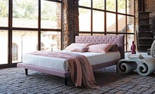Włoskie łóżko LOREN wykonane zostało z wielowarstwowego drewna topolowego, które jest bardzo pięknym i trwałym materiałem. Obszyte jest wysokiej...