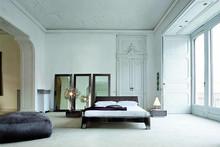 Rama oraz wezgłowie łóżka wykonane jest z drewna bukowego wypełnienie z pianki poliuretanowej o różnej gęstości, w całości obszyte wysokiej...