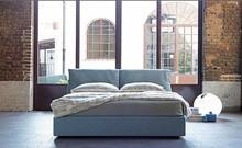Włoskie łóżko JARO wykonane zostało z wielowarstwowego drewna topolowego. To materiał najwyższej jakości. Łóżko obszyte jest wysokiej jakości...