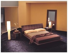 Włoskie łóżko ALICE wykonane jest z litego bukowego drewna. Gwarantuje to należytą elegancję. Ramy i wezgłowie łóżka są starannie...