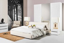 Włoskie łóżko Bluson występuje w dwóch rozmiarach (160 i 180 na 200 cm) i zawsze gwarantuje znakomity wypoczynek. Jest też dostępne z opcją płatną...