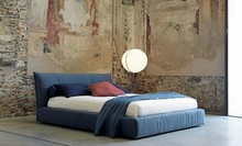 Wygodne włoskie łóżko PLASIR wykonane jest z wielowarstwowego drewna topolowego, co podkreśla jego unikatową elegancję. Posiada szeroką paletę tkanin...