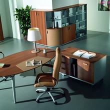 Powyższa cena dotyczy TYLKO biurka ze zdjęcia głównego z dostawką bez szaf, o pozostałe opcje proszę pytać telefonicznie lub mailowo. <br...