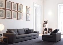 Sofa ERAGON to wygodny mebel do salonu czy wybranego pokoju. Posiada ona wypełnienie z gęsiego puchu i włókien, dzięki czemu jest wyjątkowo wygodna....