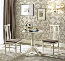 Stolik z kolekcji NOSTALGIA wykonany został z jesionu malowanego na kolor biały. Stylizowany jest on na mebel antyczny. Seria produktów NOSTALGIA...