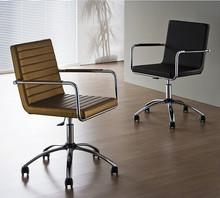 H5-DP-LR to włoski obrotowy fotel biurowy na kółkach. Można umieścić go jednak nie tylko w biurze, ale również w salonie czy...
