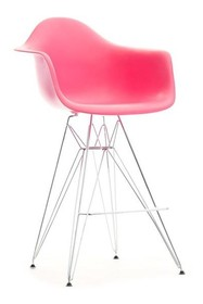 Niebywale nowoczesne krzesło barowe będzie znakomitym rozwiązaniem przede wszystkim do wnętrz designerskich. To mebel efektowny, który zwróci uwagę...