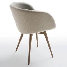 SONNY P-LG to kolejne urocze krzesło z serii SONNY o wyjątkowo nowoczesnym designie. Jego stelaż wykonany jest z drewna, wybarwianyna ciemny dąb,...