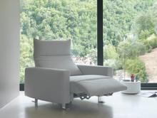 Włoski fotel PLAY to najwyższej jakości mebel wypoczynkowy, który z każdego miejsca uczyni miejsce prawdziwej rozkoszy. Fotel wykonany jest z pianek...