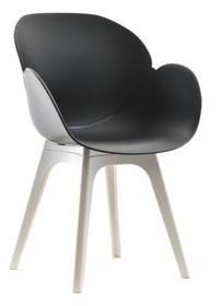 Niebanalne krzesło jest meblem, obok którego trudno przejść obojętnie.  Piękny kształt siedziska sprawia, że jest to naprawdę wyjątkowy mebel....