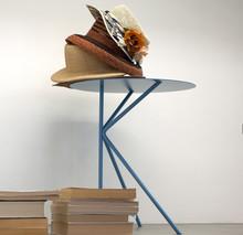 TWIN ALTOto włoskistoliko nowoczesnym wyglądzie, którego kostrukcjaiblat jest z metalu.Stolik idealnie pasuje do...
