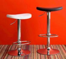 SOUL jest to hoker na podnośniku stworzony z chromowanego metalu. Siedzenie tapicerowane tkaniną powlekaną technicznej- najwyższej jakości...