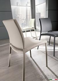Siedzisko i oparcie tego krzesła jest lekko profilowane.<br />Krzesło dostępne jest tylko w trzech opcjach:<br />- stelaż biały + siedzisko i...
