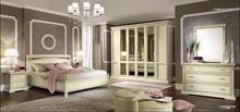 Stylizowane łóżko z kolekcji TREVISO NIGHT dostępne w dwóch kolorach, wykonane z jesionu malowane na kolor biały, lub wybarwiane na...