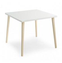 Prosty stół do niewielkich kuchni lub jadalni. Blat laminowany w kolorze białym dostepny w dwóch wymiarach 80 x 80 cm oraz 90 x 90 cm. Nogi...