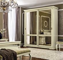 Włoska szafaprzesuwna z frontami drewnianymi z kolekcjiTREVISO NIGHT MAXIwykonana została z jesionu i malowana na kolor biały z efektem...