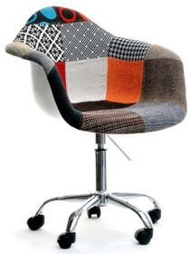 Jedyny w swoim rodzaju, niezwykle oryginalny fotel obrotowy to znakomite rozwiązaniem do wszystkich designerskich wnętrz. Do każdego wnętrza wniesie...