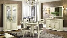 Włoska witryna 2-drzwiowaTREVISODAY wykonana została z jesionu i wybarwiona na kolor biały z efektem mebla postarzanego albo kolor czereśni o...