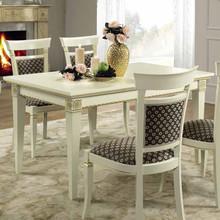 Stylizowanyprostokątny stół TREVISO DAY został wykonany z jesionu i wybarwiany na kolor biały z efektem mebla postarzanego,lub...