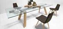 Rozkładany stół TORONTO ALL z blatem szklanym i podstawą metalową lub drewnianą. Dostępne opcje podstawy, to: - metalowa, satynowa lun malowana na...