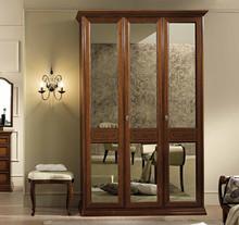 Włoska szafa 3-drzwiowa z kolekcjiTORRIANI NIGHTwykonana zklonuwybarwiana na kolororzechalub kremowy,świetnie...