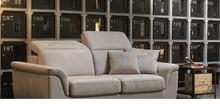 Włoska sofa Nevers to sofa która pochodzi z kolekcji rosini sofa. Sofa tapicerowana jest w czterech rodzajach tkanin lub skórze naturalnej. Sofa ma...
