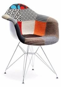 Jedyny w swoim rodzaju fotel tapicerowany wyróżniający się przede wszystkim patchworkowym wzorem zwróci uwagę bardzo wielu osób.  To mebel efektowny,...