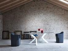 Włoski stół BIPEDE- podstawa metalowa dostępna w 4 kolorach : biały, czarny, sebrny i kolor matalu brązu za dopłatą. Blat szklany hartowany o...