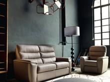 Włoska sofa Annency to sofa, ktora jest częścią ekskluzywnej kolekcji sof firmy Rosini sofa. Sofa tapicerowana jest w tkaninie lub skórze...