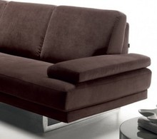 Nowoczesna, włoska sofa Argentario to jedna z wilelu sof należących do ekskluzywnej kolekcji frimy Rosini sofa. Sofa jest tapicerowana w tkaninie lub...