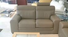 Prezentowana sofa pochodzi z ekskluzywnej kolekcji firmy Rosini sofa.Sofa tapicerowana jest w skórze naturalnej dopstępnej w dwóch rodzajach. Przy sofie w...