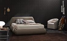 """Włoskie łóżko """" Belmondo """". Wezgłowie w wykonane jest w zakrzywionym półkolistym kształcie, wypełnione pianką poliuretanową.Rama..."""